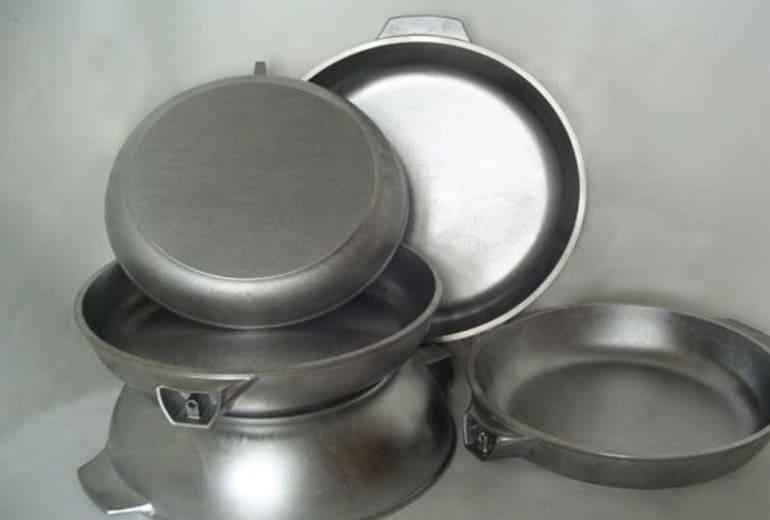 Сковородки и кастрюли