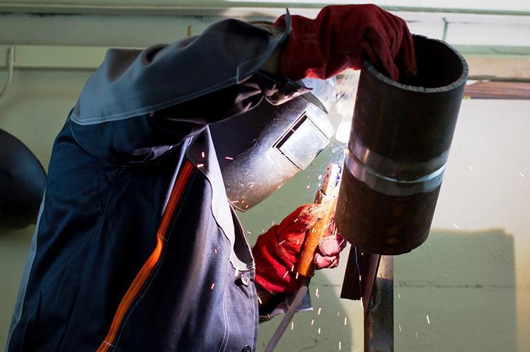 Ручной метод сваривания в камере